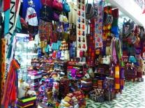 Typische touristische Stände, wie sie in ganz Perú zu finden sind.